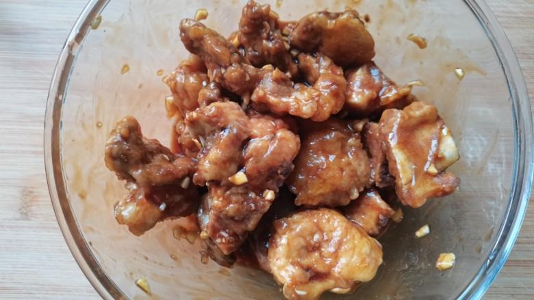 蒜蓉豆豉蒸排骨,搅拌均匀腌制会儿