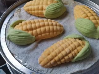 彩蔬玉米馒头,发酵好后,水开上锅蒸20分钟,焖3分钟取出来即可