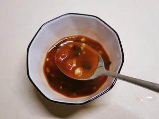 糖醋鸡蛋,添加3汤匙清水拌匀,糖醋汁调好备用。