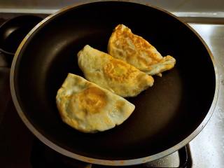 糖醋鸡蛋,放入稍稍大一点的炒锅中继续加热。