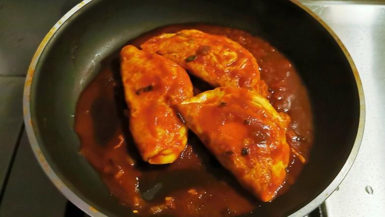 糖醋鸡蛋,烧开后翻面,汤汁浓稠后关火出锅。