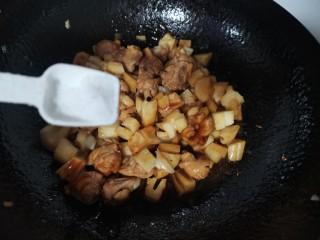 莲藕鸡腿盖饭,加入盐