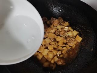 莲藕鸡腿盖饭,加入适量的温水烧开烧两分钟
