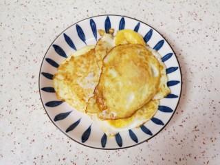糖醋鸡蛋,鸡蛋全部煎好盛出备用。