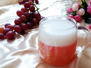 椰汁葡萄凉粉,美味完成。