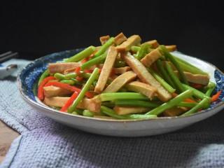 蒜苔香干,一道简单易做的蒜薹香干就做好了