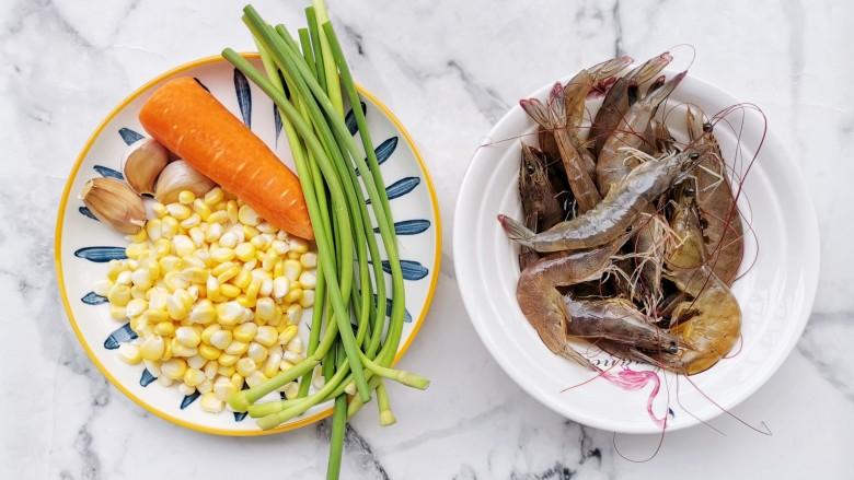 杂炒时蔬,准备好所有食材。