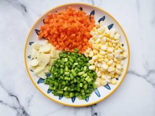 杂炒时蔬,杂蔬切好。