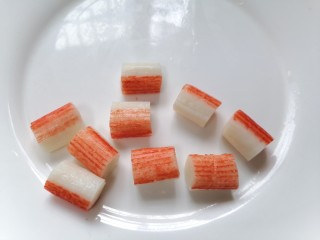 香菇肉片煲,蟹柳切成小段