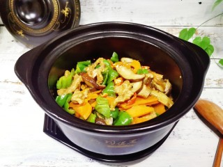 香菇肉片煲,简单易做的香菇肉片煲完成