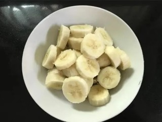 红薯香蕉小饼,香蕉切片