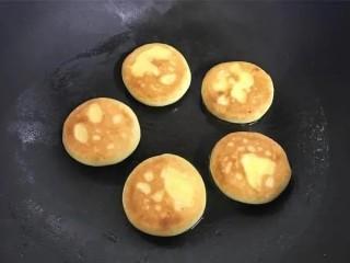 红薯香蕉小饼,两面金黄就可以了
