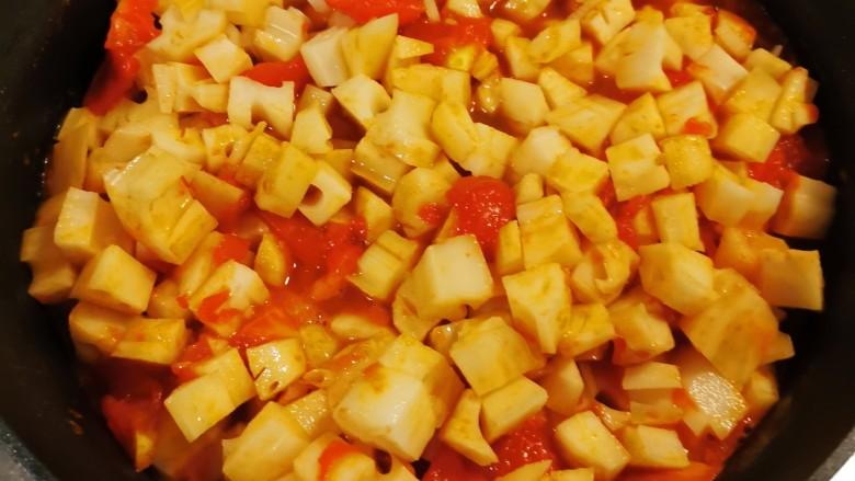 番茄藕丁,翻炒均匀。