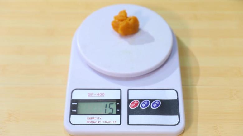 2021好事发生(好柿花生)网红月饼保姆级教程来啦,取15克蛋黄肉松馅,搓圆