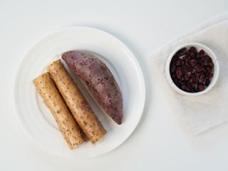 蔓越莓山药糕,1、 准备好所有食材。