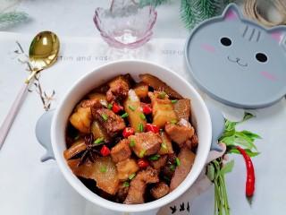白萝卜炖猪肉,拍上成品图,一道美味又下饭的白萝卜炖猪肉就完成了。