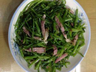 水芹菜炒腊肉