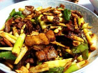 香辣鲜笋回锅肉