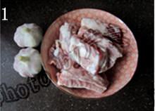 蒜香排骨,肋排和大蒜,做好选紫皮大蒜