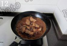蒜香排骨,转大火煮开,改中小火,盖上锅盖焖炖