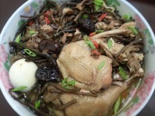 土鸡炖茶树菇