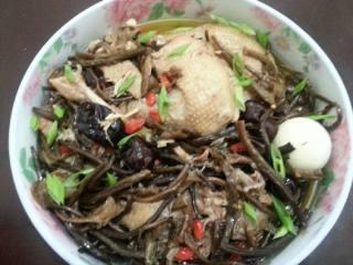 土鸡炖茶树菇,成功。