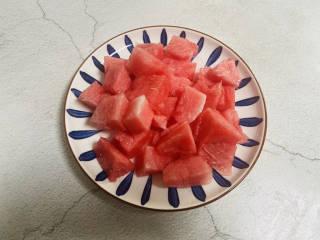 西瓜冻,西瓜去籽切小块
