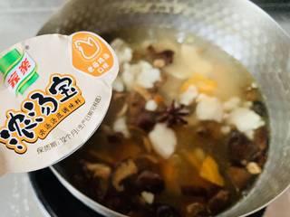 养生汤—香菇肉片汤,放浓汤宝