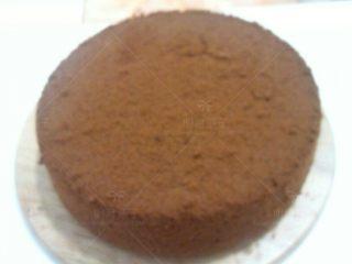 巧克力淋面蛋糕,完全晾凉后脱模.