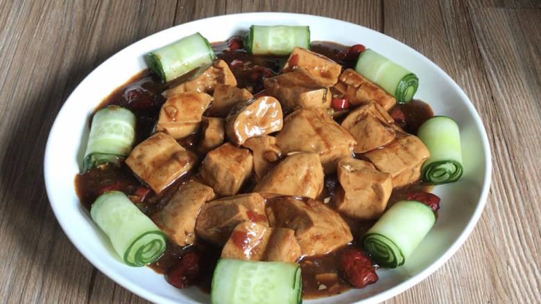酸辣豆腐,出锅装盘