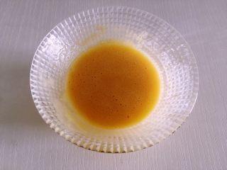 迷你芒果挞,加入20克低筋面粉,搅拌均匀