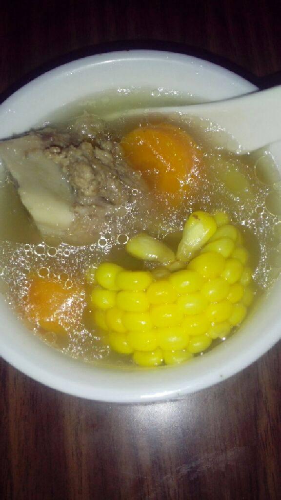 红萝卜玉米煲猪筒骨