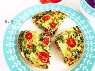 营养多彩烘蛋-偷懒也能做出好味道,切开装盘,尽情享用吧