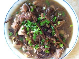茶树菇鸡腿煲