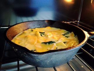 紅薯千層烘蛋餅-甜甜的,香香的,滑滑的,放入烤箱,230度15-20分鐘左右 ps:烘烤時間會根據每個人烤箱溫度的不同,和雞蛋餅厚度變化,最后按上去已經有硬硬的手感的就可以了。