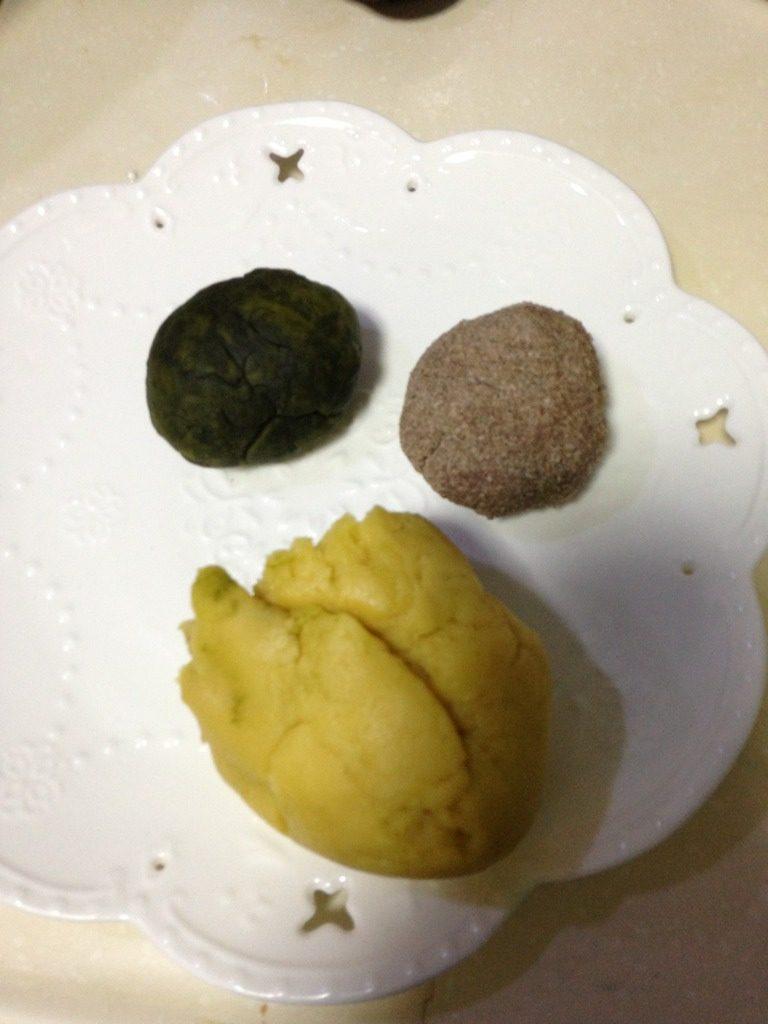 熊猫饼干做成了猪头饼干,分成三份