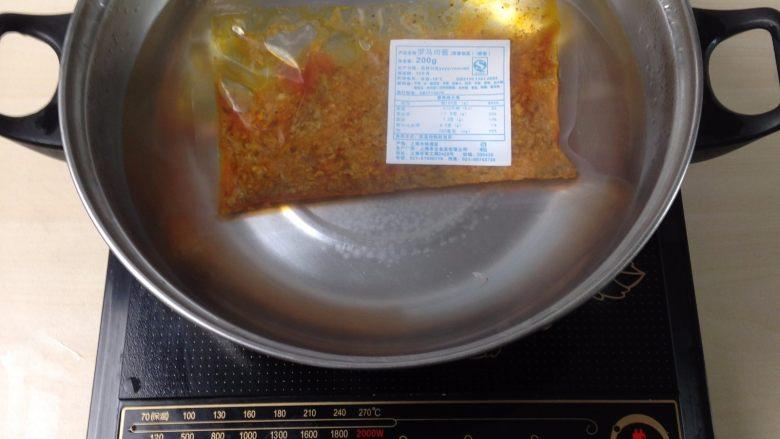 罗马肉酱炒意面,料理包放入开水中水煮加热15分钟