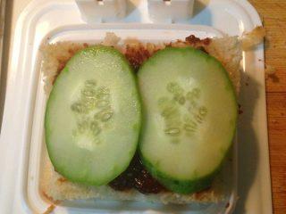 自制三明治,铺一层黄瓜
