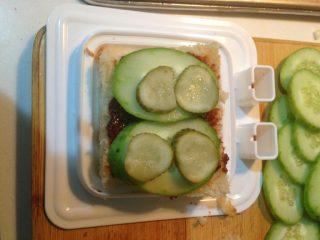 自制三明治,铺一层酸黄瓜