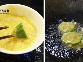 苦瓜酿土豆泥,蒸后的苦瓜酿放入鸡蛋液中均匀搅拌后下油锅炸