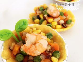 彩蔬虾仁蒸玉米挞—让宝宝直接端着玉米小碗开动吧!,出锅,香味清甜,颜值也是棒棒哒。