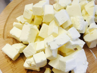 蓝莓重乳酪--超详细过程 好吃到飞起来,奶油奶酪切小丁丁