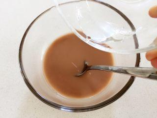 """米粉""""布丁""""—可以抓在手上吃的米糊7M ,在藕粉中缓慢倒入40g温水,搅拌成均匀藕浆"""