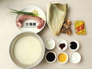 荷叶糯香排骨丨大嘴螺,糯米事先洗净浸泡1晚,最好选用猪小排,口感更好