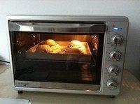粉嫩帽子面包,预热烤箱185度,烤25分钟左右。10分钟以后盖锡纸,同样是为了防止过度上色。