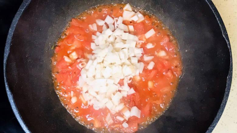 番茄藕丁,加入藕丁翻炒