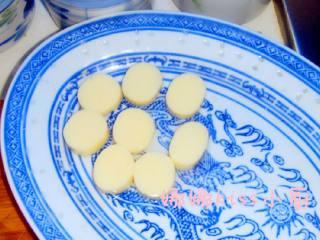 虾仁玉子豆腐,鸡蛋豆腐切十厘米一个上盘备用