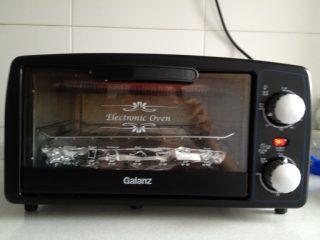 烤鸡翅,电烤箱高温预热10分钟