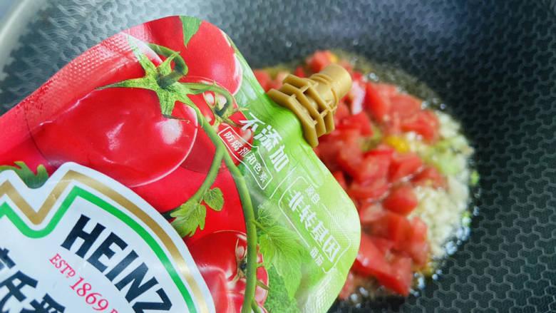 西红柿炒土豆丝,加入一勺番茄酱