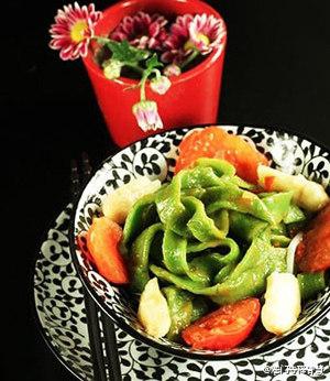 菠菜西红柿宽面